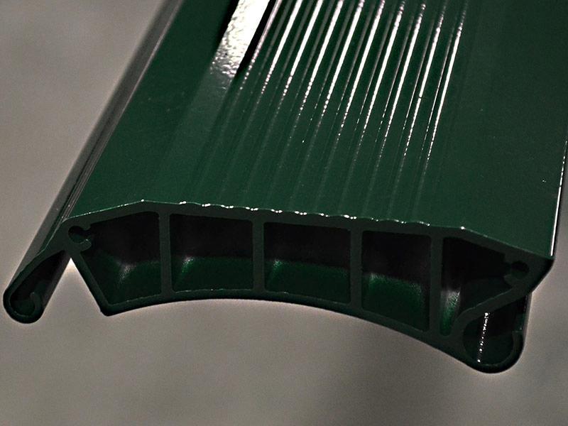 puerta industrial resistente al viento eolo panel de aluminio detalle