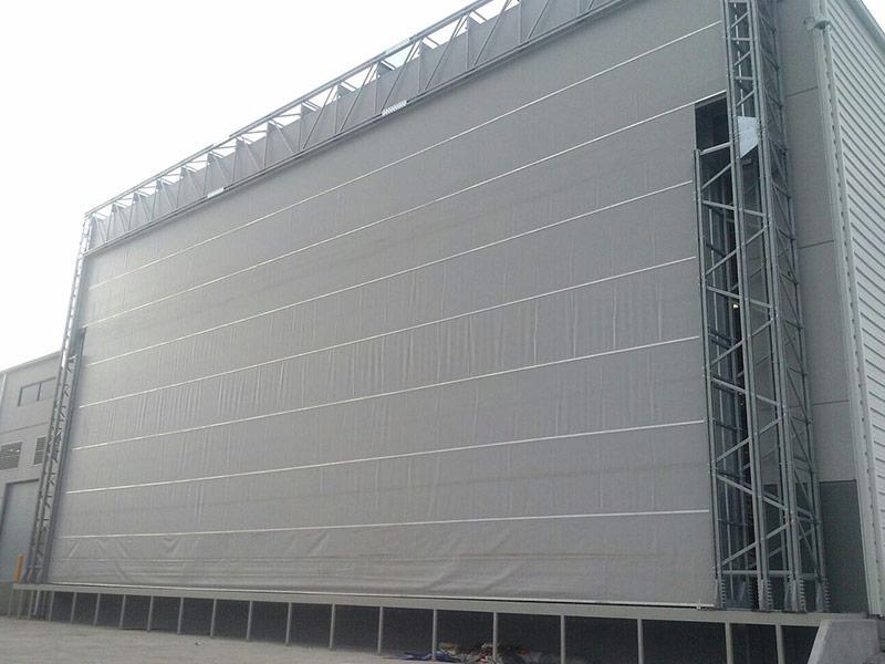 megapack puerta industrial de gran tamaño
